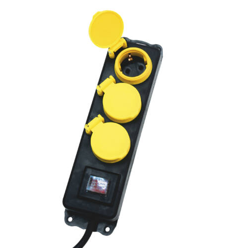Hálózati elosztó, kapcsolós,3 aljzat, 1,5m, IP44, fekete